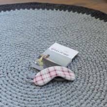 שטיח אפור עם מסגרת באפור כהה