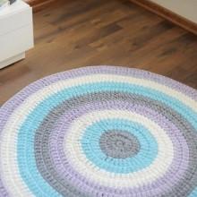 שטיח סרוג מחוטי טריקו סגול לילך תכלת אפור ולבן